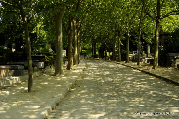 A peaceful road in Père-Lachaise cemetary, Paris