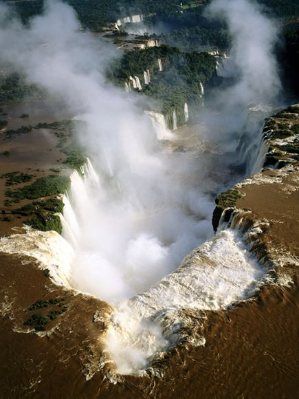 Iguazu falls, photo by Ken Welsh for National Geographic