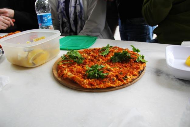 istanbul culinary backstreets_lahmacun